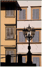 Lonely Lantern in Piazza Pitti - Copyright © 2007 by bac